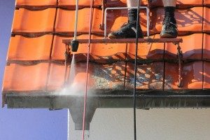 Damaging gutters with power wash